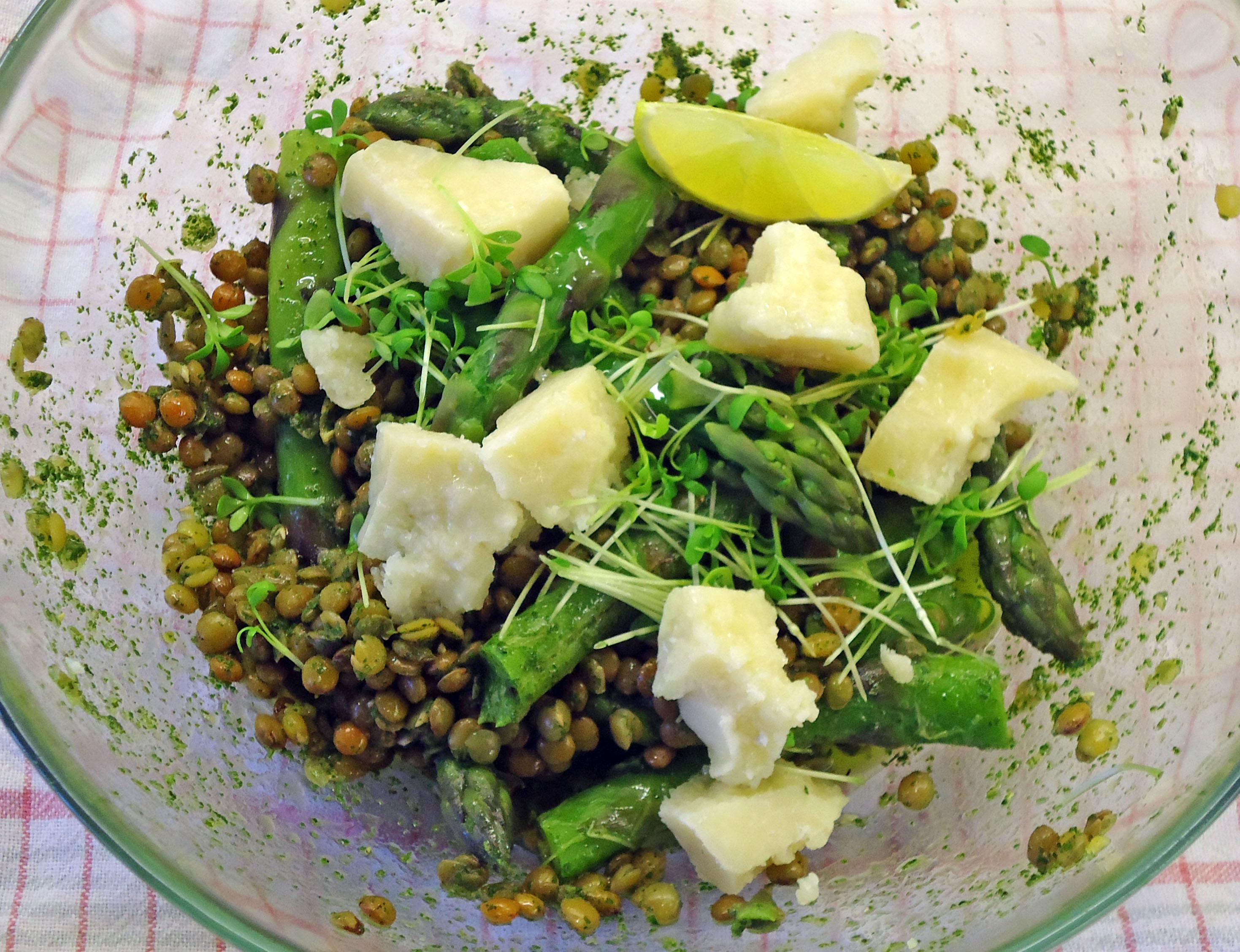 Salat gruner spargel linsen