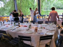 die schöne tafel bei der summerstage