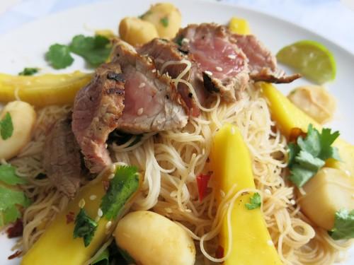 filetspitzen auf mango-wasserkastanien-salat2