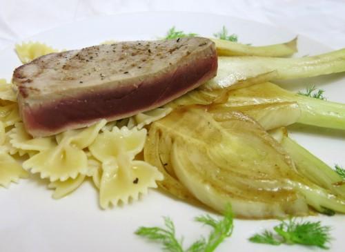 Thunfisch-Steak an Fenchel und Farfalle Limone