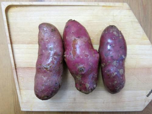 Grüner-Spargel-mit-violetten-Erdäpfeln