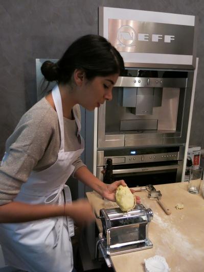 Nina macht flache Pasta