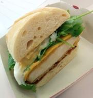 Burger 3: Sweet Tasty (Ananas, Bacon, Huhn, länglich)... 1x abgebissen