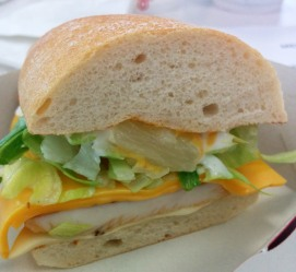 Burger 8: McSunshine (Ananas, Mango, langes Brot, Huhn...) 1x abgebissen